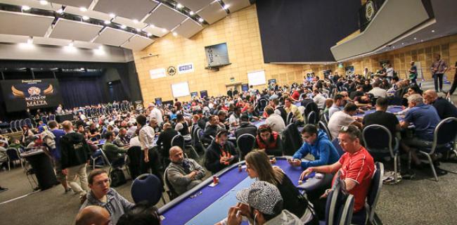 Dietro le quinte del Poker: tanto Lavoro, tante Persone