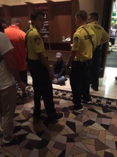 giocatore ubriaco wsop security