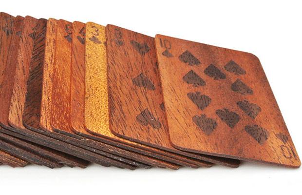 carte da poker in legno